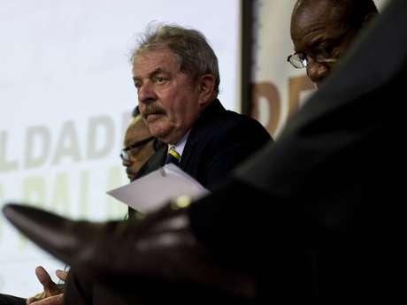Lula evitou criticar a decisão do STF que decretou a prisão imediata de réus do mensalão