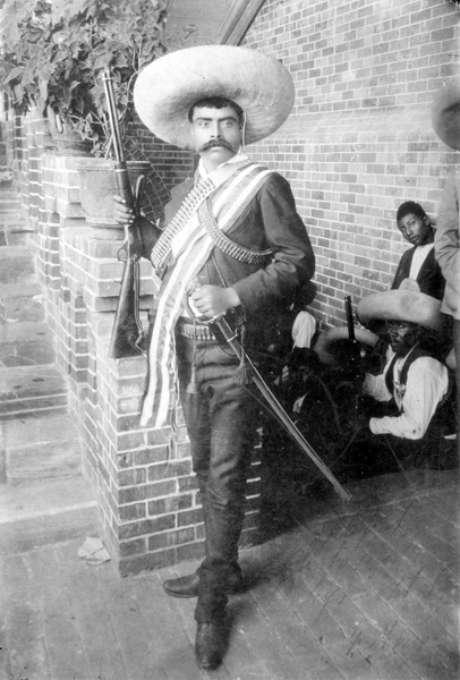 <p>El general Emiliano Zapata en el Hotel Moctezuma en Cuernavaca, Morelos, en 1911.</p>