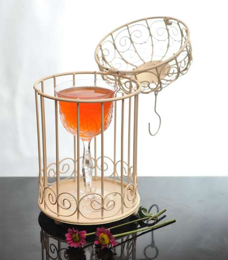 <p>A bartender apresentou o drinqueNouvelle Vague, inspirado no movimento artístico do cinema francês. A bartender foi premiada com R$ 6 mil reais e uma viagem à França</p>