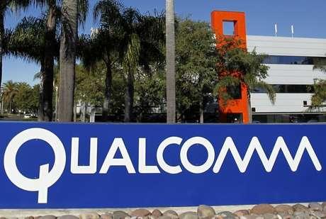 <p>Uma placa da Qualcomm em um dos vários prédios da empresa em seu campus em San Diego, Califórnia</p>
