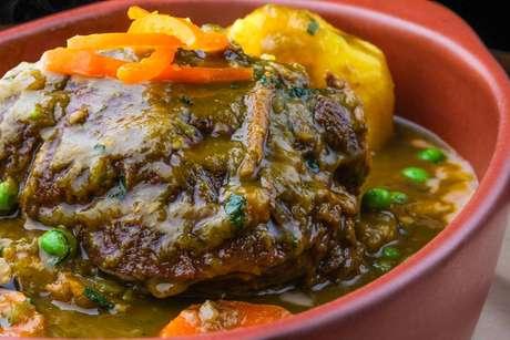 <p>Aprende a preparar un buenísimo seco de res al estilo de Gastón Acurio.</p>