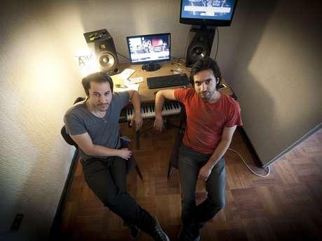 <p>Alejandro y Javier hacen toda la música de la película.</p>