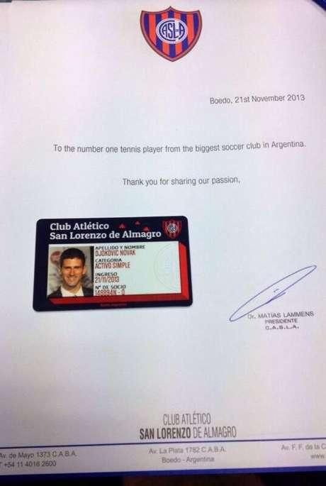 Presidente do San Lorenzo publicou a foto com a carteirinha de sócio de Djokovic