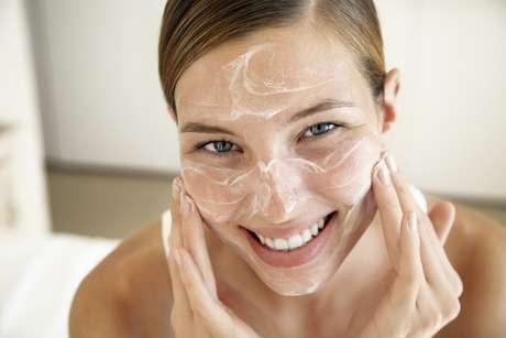 <p>Levantamento mostra que as mulheres tendem a desistir de ir para a cama com seus parceiros após hidratarem a pele</p>