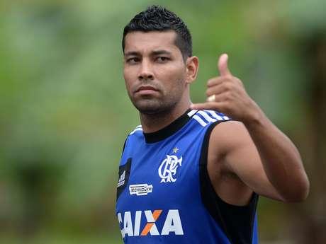 <p>André Santos jogou contraCruzeiro, o que pode render punição ao Fla</p>
