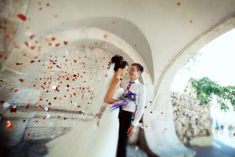 Realizar a cerimônia de casamento no exterior pode ser uma boa oportunidade de economizar