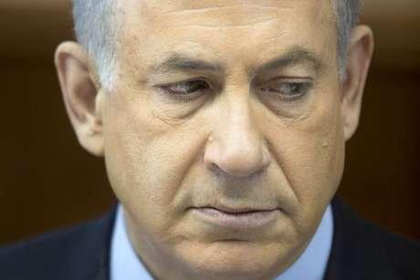 """O premiê Netanyahu durante reunião do seu gabinete no último domingo: acordo é """"erro histórico"""""""