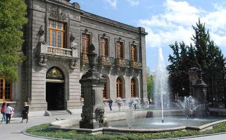 <p>A América Latina tem inúmeros palácios espalhados por seus países, mas existe apenas uma construção que de fato foi usada como um castelo real: o Castelo de Chapultepec, localizado na Cidade do México</p>