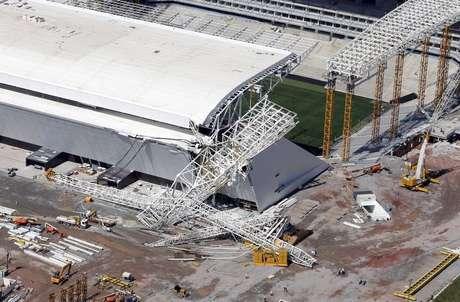 <p>Arena Corinthians teve parte da cobertura e do telão destruídos</p>