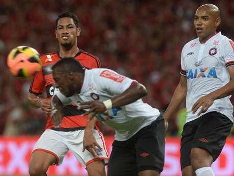 <p>Manoel, 23 anos, é um dos quatro representantes do Atlético-PR na premiação da ConfederaçãoBrasileira de Futebol (CBF)</p>