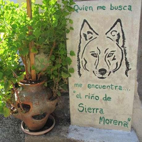 """Na entrada da casa, o espanhol se denomina """"o menino de Sierra Morena"""""""