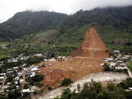 <p>Un deslave en la comunidad de La Pintada sepultó a más de 71 personas y 187 casas desaparecieron en la sierra de Atoyac de Álvarez, en la región de la Costa Grande de Guerrero.</p>