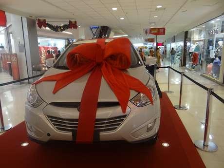 <p>Na esteira dos gastos natalinos, shoppings sortearam de bicicletas elétricas a carros</p>