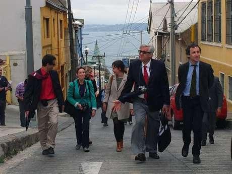 Observadores de la Unesco recorriendo Valparaíso