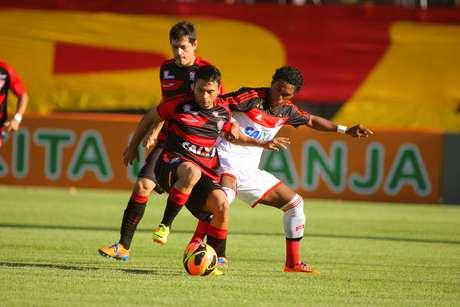 Vitória e Flamengo fizeram jogo emocionante no Barradão
