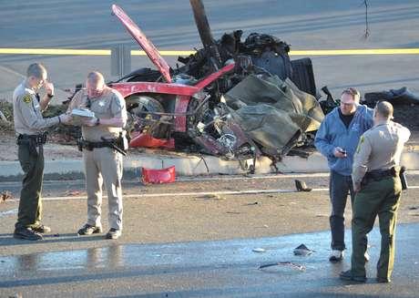 <p>Aos 40 anos, o ator Paul Walker, conhecido por seu papel na franquia 'Velozes e Furiosos' morreu em um acidente de carro neste sábado; o ator deixa uma filha de 15 anos de idade</p>