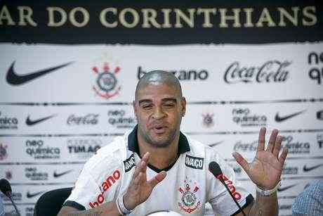 <p>Último jogo do Adriano foi pelo Corinthians, no começo de 2012</p>