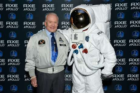 Buzz Aldrin participou do lançamento da ação AXE Apollo Space Academy em janeiro