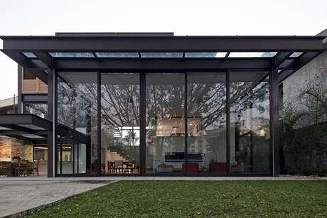 <p>Mônica Drucker projetou uma casa de cinco andares, é praticamente um pequeno prédio. Foi preciso uma mão de obra muito especial para construí-la. Havia milhões de detalhes, e o cálculo estrutural foi feito por um grande especialista da área. Informações: Drucker Arquitetura, (11) 3231-4441</p>