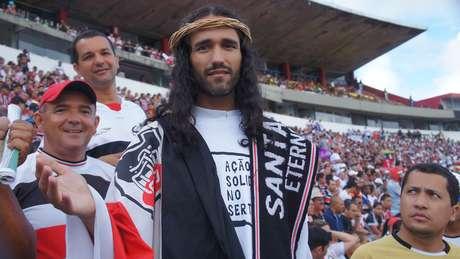 Jesus Tricolor é um dos torcedores mais conhecidos do Santa Cruz