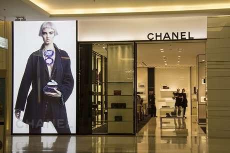 O mercado de luxo no Brasil ainda é embrionário. Somente em 1992 as importações foram abertas por aqui; A maison Chanel, por exemplo, aterrissou em solo brasileiro há apenas quatro anos
