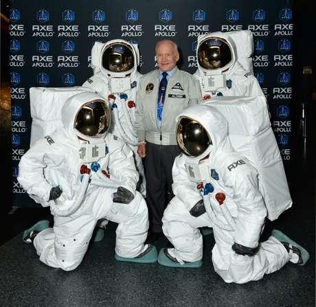 O astronauta Buzz Aldrin lançou a ação AXE Apollo Space Academy (A.A.S.A) em janeiro de 2013