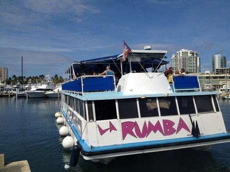 Nas noites de sexta, sábado e domingo, o La Rumba Party Cruise se transforma em uma discoteca flutuante que faz um passeio de duas horas pela Bahia de San Juan