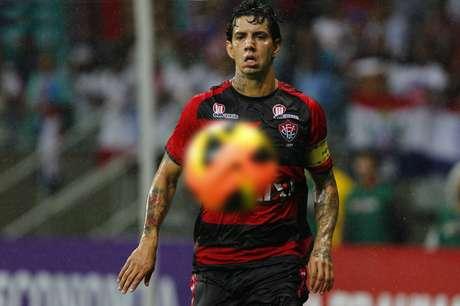 Victor Ramos volta ao Vitória, clube em que foi revelado