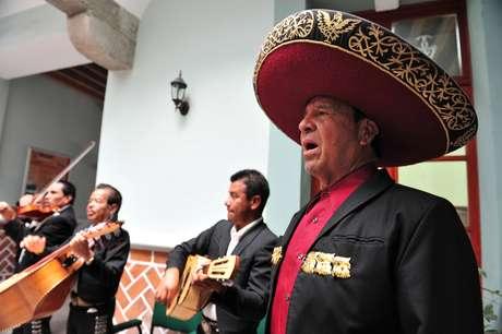 Os fomosos trovadores mexicanos se apresentam diariamente ao cair da noite na Plaza de Santa Inés, no centro histórico da cidade