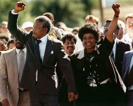 Mandela e Graça Machel, durante cerimônia em escola em Toronto