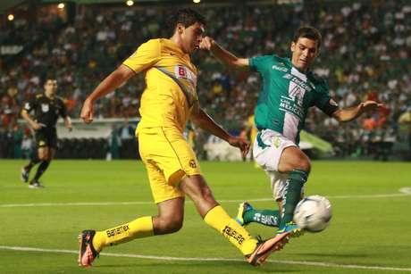 Con goles de Mauro Boselli y Miguel Layún, León y América empataron 1-1 en su duelo de temporada regular, celebrado en el Nou Camp en la jornada 3.