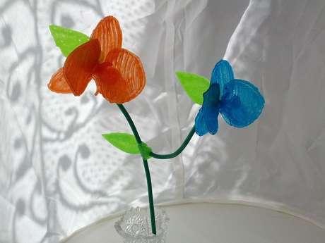 Caneta permite desenhar modelos de plástico em uma superfície plana, mas também no próprio ar