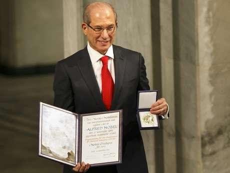 Ahmet Uzumcu recebe o Prêmio Nobel da Paz em Oslo, na Noruega
