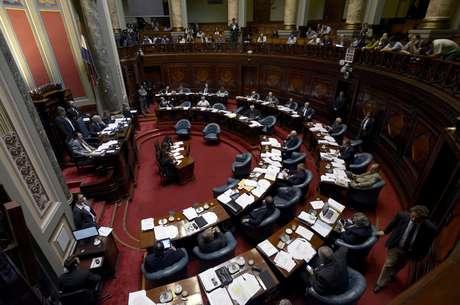 Sessão histórica do Senado que legalizou o mercado de maconha no Uruguai durou mais de 12 horas