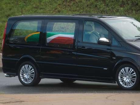 <p>O corpo do ex-presidente Nelson Mandela deixou o 1 Military Hospital, em Pretória, nesta quarta-feira</p>