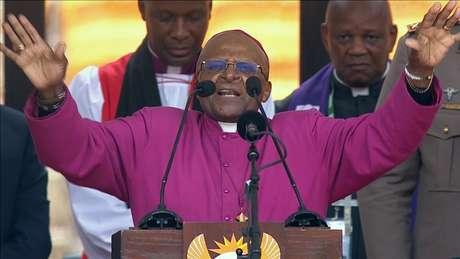 Desmond Tutu durante a homenagem a Mandela na terça-feira