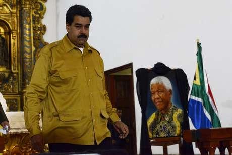 Maduro presta homenagem a Mandela durante missa em Caracas