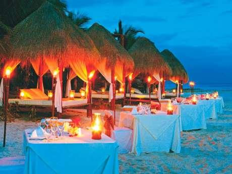 <p>Situado emuma praia remota a meio camino entre Playa del Carmen e as ruínas de Tulum, o El Dorado Seaside Suites oferece 282 suítes com jacuzzi e terraço</p>