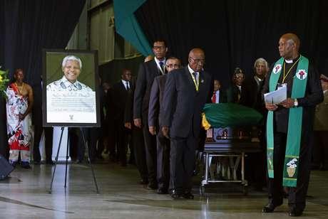 A bandeira do CNA cobriu o caixão de Mandela