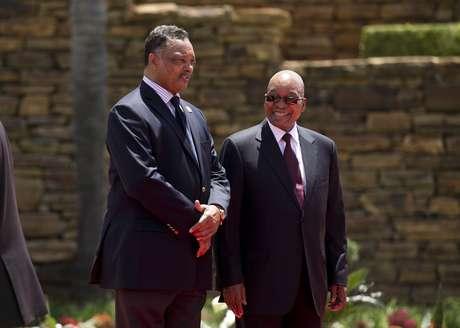 o presidente Zuma conduziu a cerimônia de inauguração da estátua