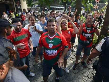 <p>Torcida da Portuguesa foi de &ocirc;nibus e avi&atilde;o ao Rio de Janeiro</p>