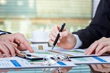O chamado swap é realizado pelo Banco Central, com a venda de títulos públicos atreladas ao câmbio