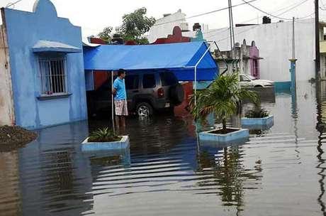 Debido a las lluvias provocadas por el frente frío número 19, el río Salto de Agua desbordó en el Municipio de Macuspana.