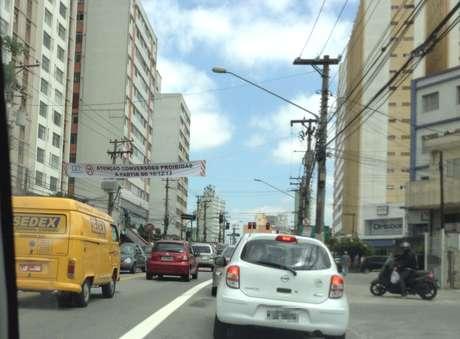 Faixas que anunciam mudanças no trânsito devem ser removidas no entorno da avenida Heitor Penteado; alterações devem ocorrer apenas em 2014