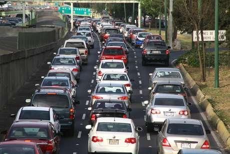 <p>Para realizar el pago del refrendo vehicular 2014 de manera oportuna, los automovilistas pueden hacerlo en las 136 recaudadoras estatales.</p>