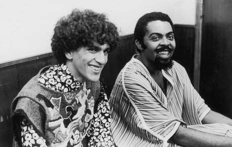 Expoentes do Tropicalismo, Caetano Veloso e Gilberto Gil foram presos após decreto do AI-5