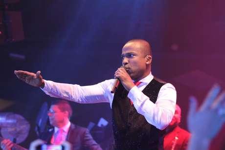 <p>Líder do grupo Só Pra Contrariar, Alexandre Pires participará de quarteto que executará hino da Copa 2014</p>