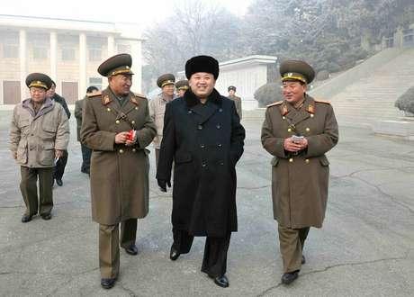 Kim Jong-un visita área militar em local não especificado na Coreia do Norte