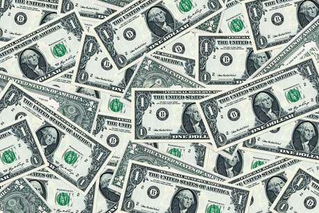 <p>Banco Central promoveu leil&otilde;es de swap cambial para conter a alta do d&oacute;lar em novembro</p>