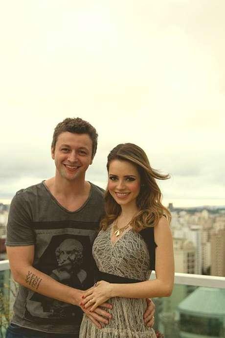 <p>Sandy publicou uma foto ao lado do marido, Lucas Lima</p>